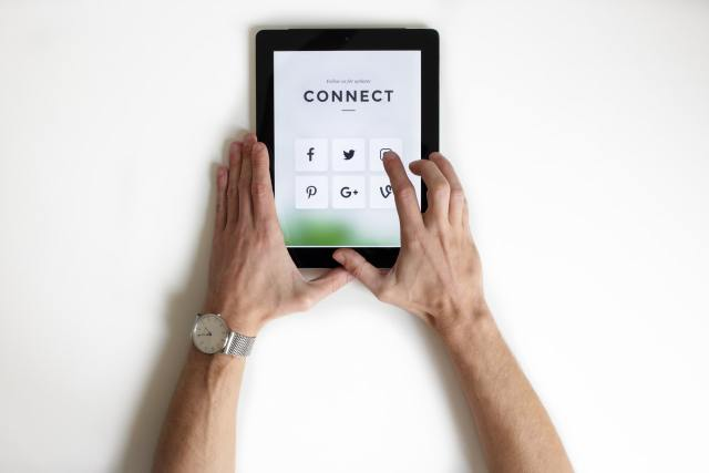 Social media manager connect