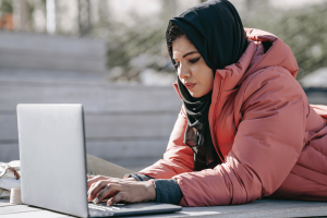 A lady studying online bookkeeping courses