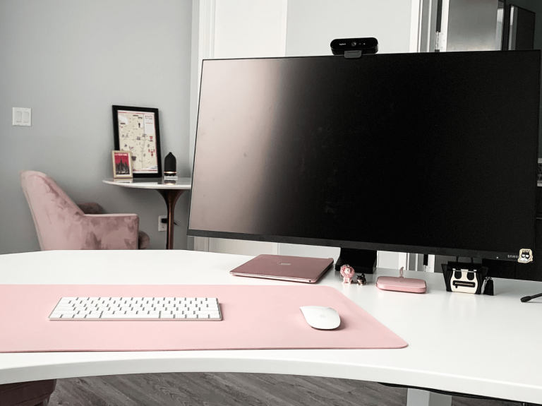 Colour coordinate your office decor for women - black and dusty pink